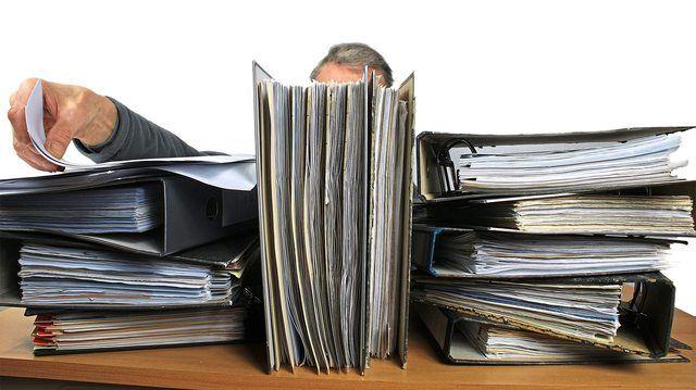 Der bürokratische Aufwand überfordert viele Handwerker.  (Quelle: Bernd Kasper/Pixelio.de)
