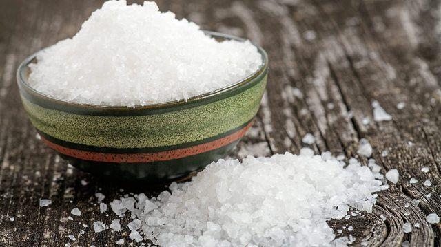 Salz ist neben Zucker und Fett Bestandteil der Reduktionsstrategie.  (Quelle: Fotolia /Quade)