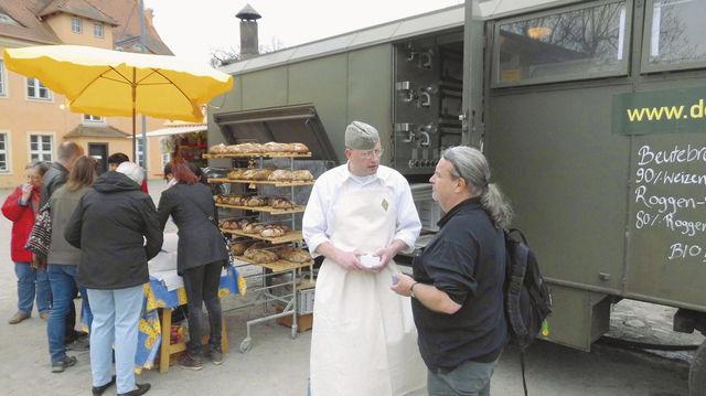 Florian Domberger ist mit seiner Feldbäckerei in Berlin unterwegs.   (Quelle: Archiv/Blath)