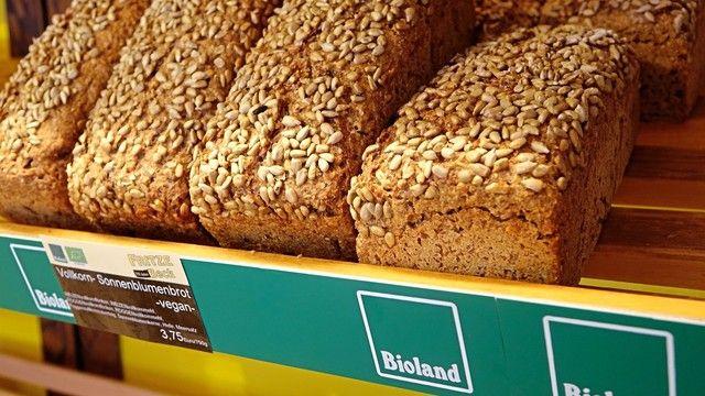Bio-Lebensmittel wie Brot treffen auf eine gute Nachfrage bei den Verbrauchern.  (Quelle: Archiv/Wolf)