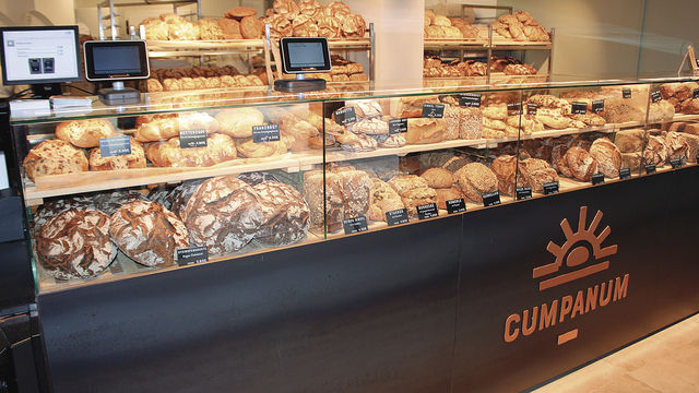 Augsburgs größte Brotauswahl: bis zu 70 Sorten Brot. (Quelle: Filzek-Schwab)
