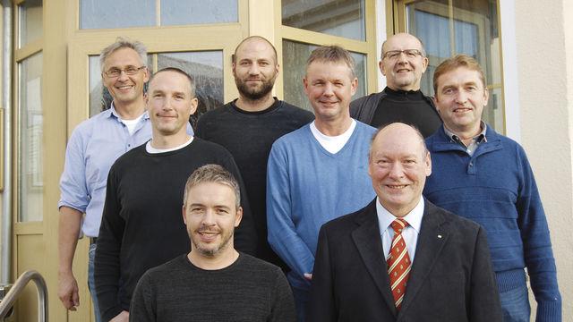 Vorstand der Bäckerinnung Regensburg-Kelheim mit neuem OM-Stellvertreter Stefan Kiendl (v. l.) und Obermeister Hans Deubel (daneben). (Quelle: Schuller)