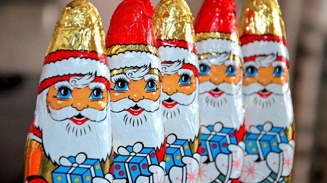 Schoko-Nikoläuse sind die beliebtesten Schokofiguren in der Weihnachtszeit. (Quelle: pixabay.com/ congerdesign)
