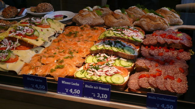 Belegte Brote, Snacks, die nah am Kernsortiment sind und bei den Kunden zunehmend im Fokusastehen.  Wolf  (Quelle: Wolf)