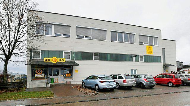 """Durch das Aus der Gersthofer Backbetriebe, zu denen auch der """"Lechbäck"""" gehört, verlieren 400 Mitarbeiter ihren Job.  (Quelle: Merk)"""