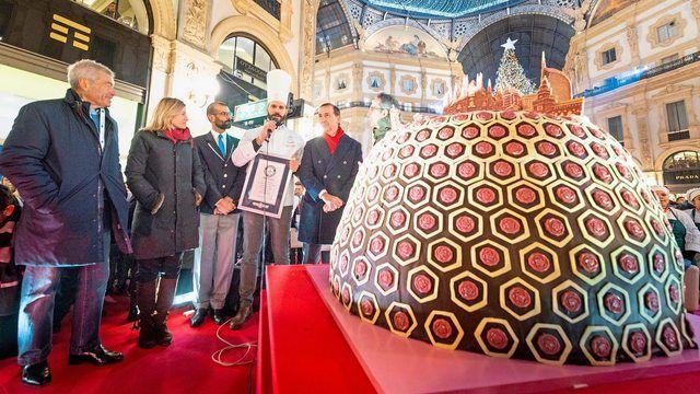 Rekord-Panettone: Riesengebäck sorgt für Aufsehen in der berühmten Mailänder Viktor-Emanuel-Galerie.  (Quelle: MCavalleri)