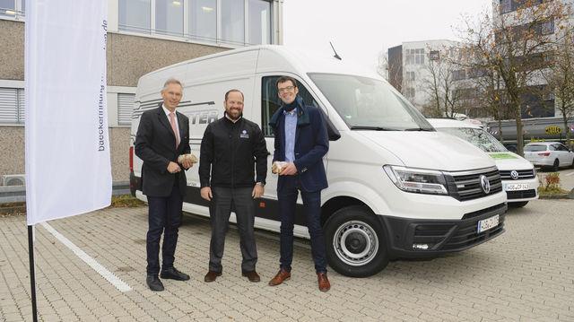 Innungsgeschäftsführer Markus Droth (v. l.), Michael Mann von der Mahag und Christoph Jung von VW Nutzfahrzeuge Deutschland. (Quelle: Datzer)