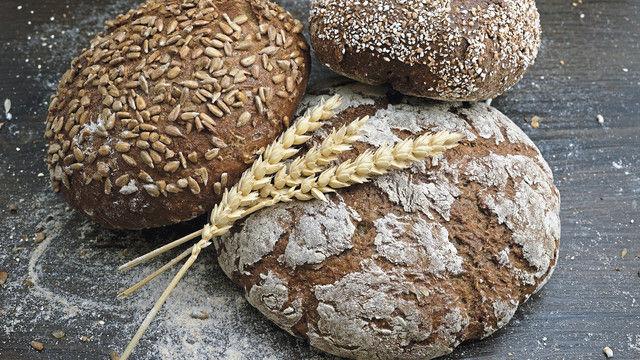 Die bessere Wasserbindung sorgt bei kräftig gebackenen Broten für saftige Krumen. (Quelle: Kröner)