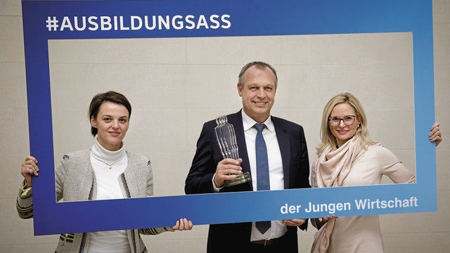 Preisträger (v.l.): Nadine Schindler, Gerhard und Iris Brunner. (Quelle: IngaKjer)