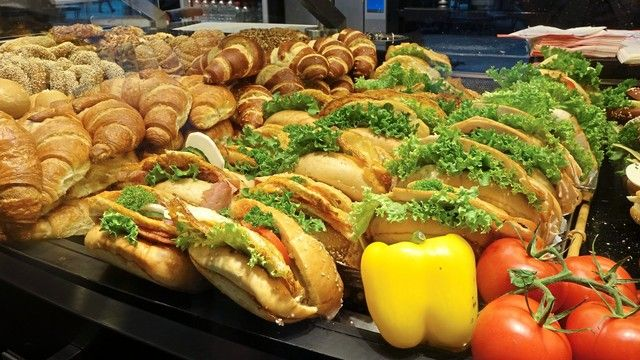 Snack im Verkauf oder zum Verzehr in der Filiale: Umsatzsteuersatz manchmal unklar. (Quelle: Archiv)
