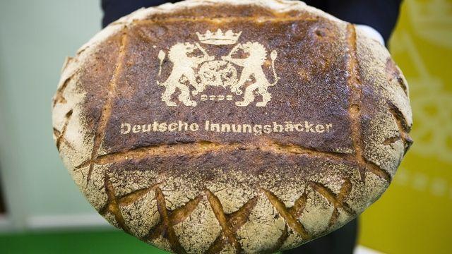 Das neuaufgelegte Wappen auf einem Deutschen Landbrot.  (Quelle: Zentralverband)