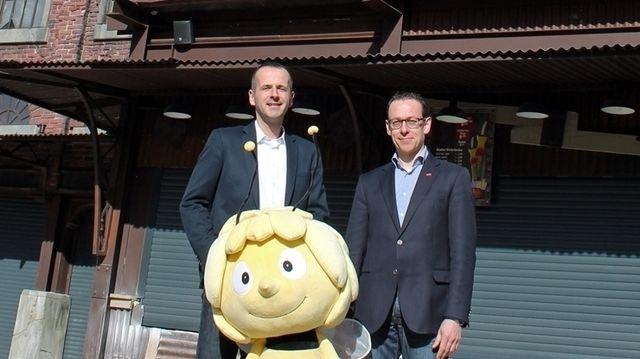 Freuen sich auf einen erfolgreichen Saisonstart mit neuer Görtz-Filiale: Parkmanager Bernd Beitz (links) und Peter Görtz.  (Quelle: Holiday Park)