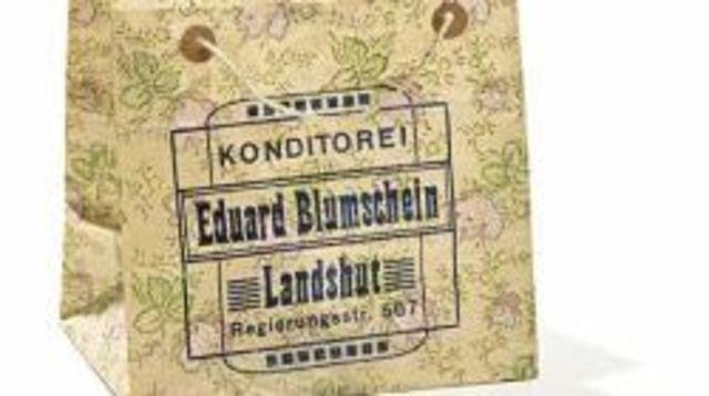 Die älteste Papiertüte, 1906 zum Patent angemeldet, trug den Aufdruck einer Konditorei. Auch heute noch findet sich manche Designertasche in feinster Papierqualität unter den praktischen Einkaufshelfern.