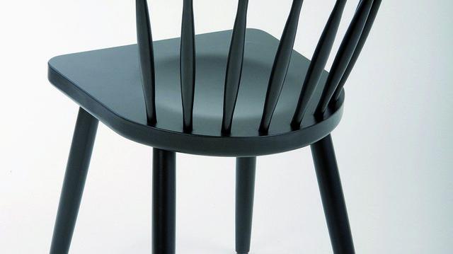 Der Mika Sessel ist eine Weiterentwicklung des beleibten Mika-Stuhls.