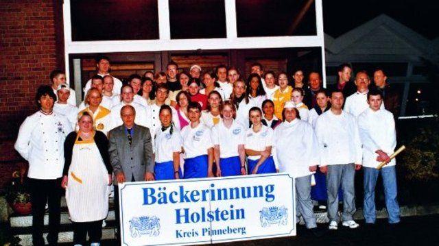 23 Bäcker/innen und 30 Fachverkäuferinnen der Innung Holstein eingeschrieben.  (Quelle: Sternagel)