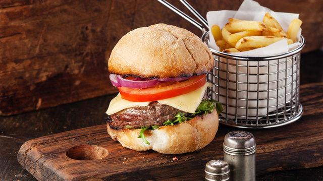 Hans im Glück: Der Burger-Brater führt mit einem Umsatzplus von 210 Prozent.  (Quelle: Natalia Lisovskaya - Fotolia.com)
