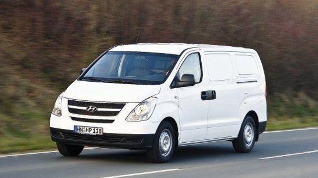 Der Transporter H-1 hat serienmäßig zwei Schiebetüren plus wahlweise Doppelflügeltür oder Heckklappe.