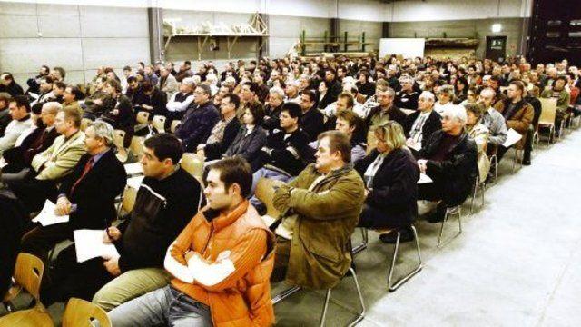 Rund 300 Betriebsinhaber nahmen an der Informationsveranstaltung der Handwerkskammer Niederbayern·Oberpfalz in Regensburg über aktuelle Finanzierungsfragen teil.  (Quelle: Schuller)