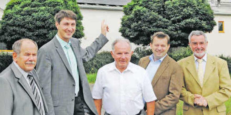 Offizielle Inbetriebnahme (v. l.): Bürgermeister Michael Philippi, Hans-Ulrich Thalhofer, Josef Welling, Umweltminister Stefan Mörsdorf und HWK-Präsident Hans-Alois Kirf.