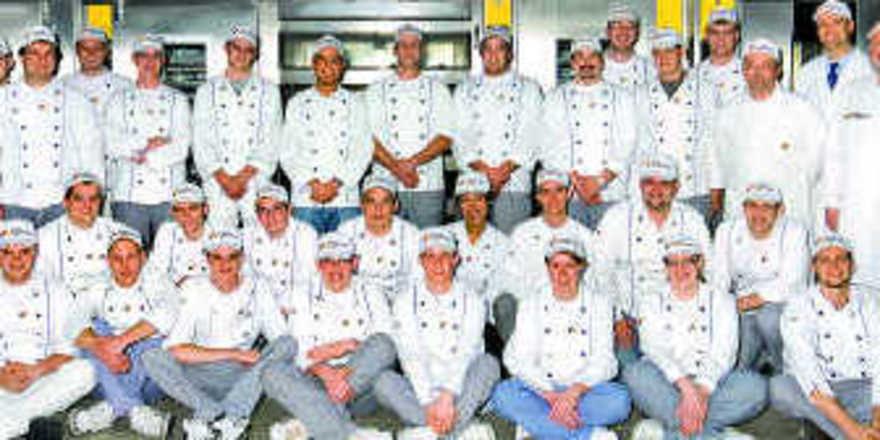Die erfolgreichen Teilnehmer des Meisterkurses 2009 mit den Ausbildern der Akademie Deutsches Bäckerhandwerk in Weinheim.