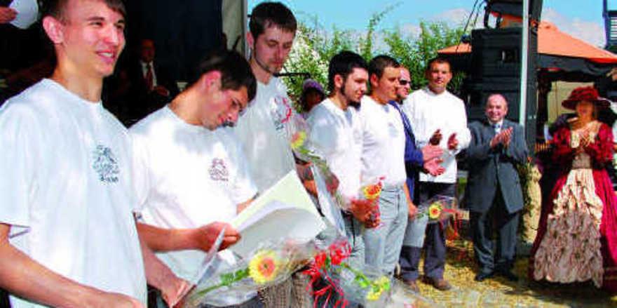 Im Rahmen des 10. Annaberger Klosterfestes konnten insgesamt 16 junge Bäcker nach bestandener Prüfung ihren Gesellenbrief entgegennehmen.