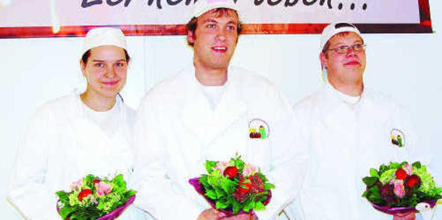 Bei der Siegerehrung (von links): Jessica Schlichting (2.Platz), Landessieger Christoph Stratmann, Kai Röhrig (3. Platz).