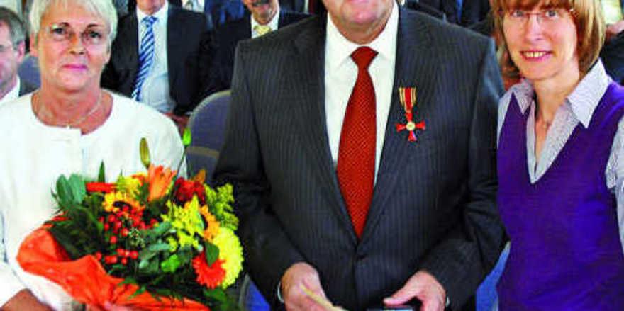 Bei der Verleihung (v.l.) Lioba Nennhuber, Klaus Nennhuber, Staatsministerin Silke Lautenschläger.