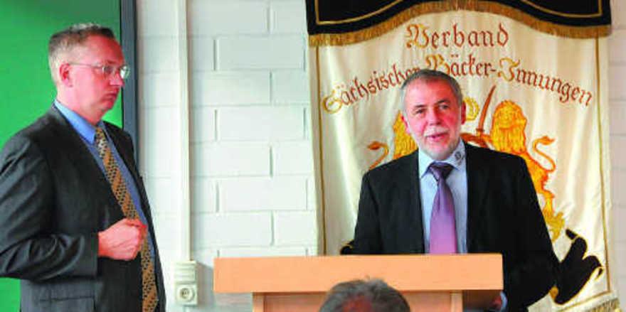 MDR 1-Chef Bernhard Hohlfeld (links) und Landesobermeister Michael Wippler zogen für die Medienpartnerschaft zwischen Heimatsender und Landesinnungsverband ein positives Fazit.