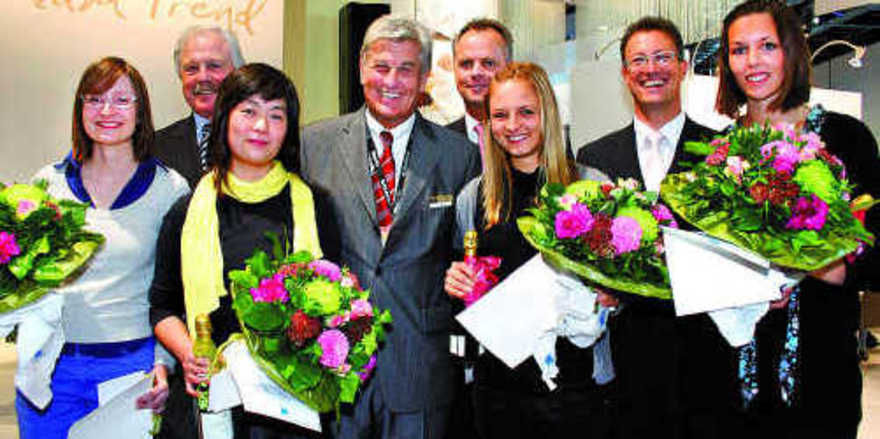 Bei der Preisübergabe (von links): Linde Böhm, Lutz Henning (Bäko Nord), Curie Kure, Peter Becker (ZV-Präsident), Stefan Strehle (Bäko Nord), Jessica Künzie, Gunter Hahn (Bäko Süd) und Sibylle Egelkamp.
