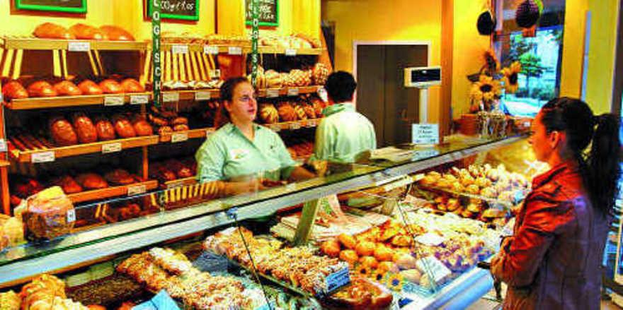 Von Kaufzurückhaltung ist an der Bäckertheke nicht viel zu spüren. Aber bzgl. der Umstellung auf Bio macht sich Zurückhaltung bemerkbar.