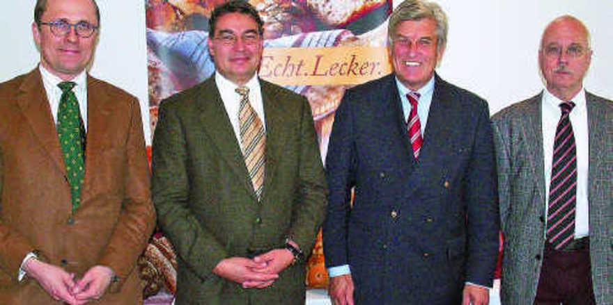 Standen der Presse Rede und Antwort (v. l.): Geschäftsführer Dr. Matthias Wiemers, Geschäftsführer Amin Werner, Präsident Peter Becker, Hautgeschäftsführer Dr. Eberhard Groebel.