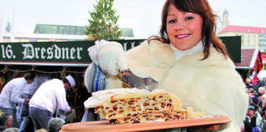 Christine Herrmann, das diesjährige Stollenmädchen, machte auf charmante Weise auch beim Stollenfest den Verbrauchern den Dresdner Stollen schmackhaft.