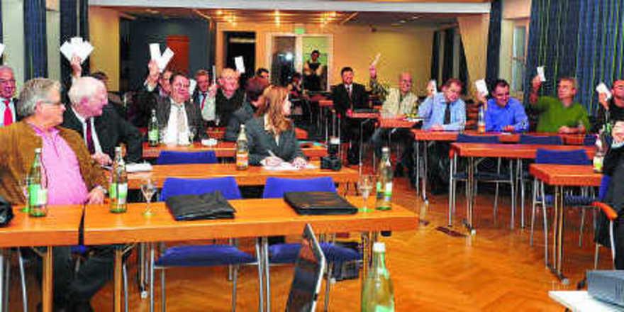 Alle waren für die Fusion. Im Bild die anwesenden Mitglieder der Bäko Untermain bei der Abstimmung. Aber auch die Bäkos Würzburg und Franken-Thüringen haben eindeutig für die Fusion gestimmt.