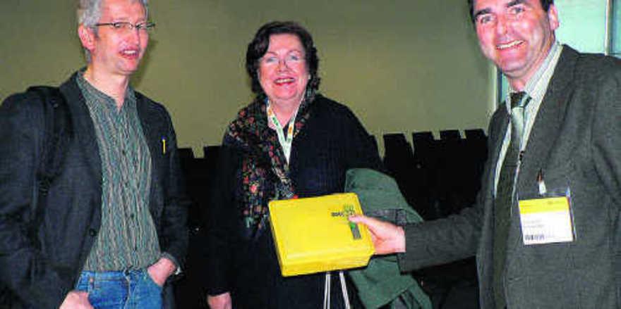 Dr. Burkhard Sonnenstuhl (r.) mit Dr. Werner Ebert und Dr. Caroline Ebertshäuser, den Leitern der Bio-Brotbox-Initiativen in Nürnberg und München.