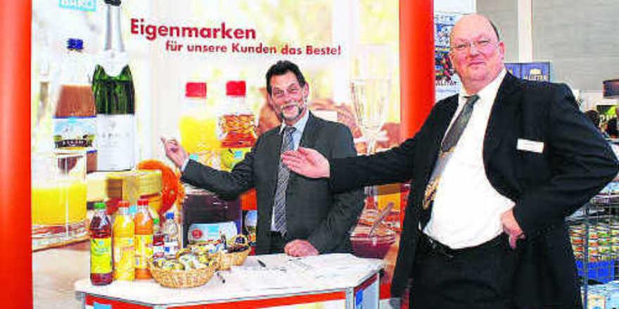 Die Bäko-Geschäftsführer Wilfried Wiedmann und Joos Bremer nutzten die Messe, um auf ihre Eigenmarken aufmerksam zu machen.
