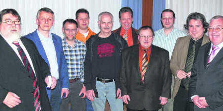 Auf der ersten Mitgliederversammlung der Landesinnung im Saarland haben Landesinnungsmeister Roland Schaefer (links) und Geschäftsführer Gerd Wohlschlegel (rechts) die langjährige Vorstandsmitglieder der bisherigen vier Innungen geehrt. Außerdem wurd