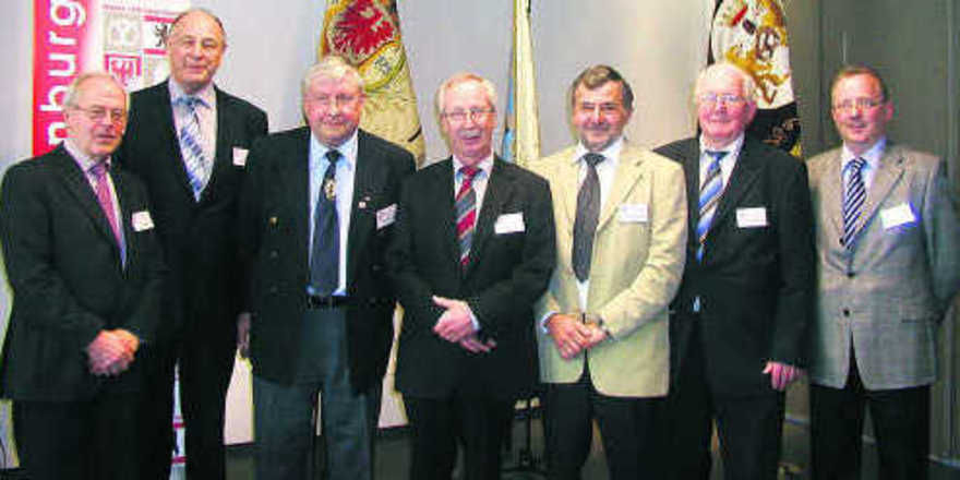 Das engagierte Vorstandsteam des LIV Berlin-Brandenburg (von links): Hartmut Spaethe, LIM Hans-Joachim Blauert, Harald Prohassek, GF Nikolaus Junker, Rolf-Michael Schmidtke, Günter Vetter und Werner Klinkmüller.