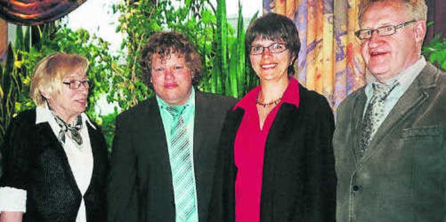 Anita Schnee (links) und Annette Ritt mit dem stellv. Kehler Obermeister Frank Schmidt und Obermeister Bruno Dierle (rechts).