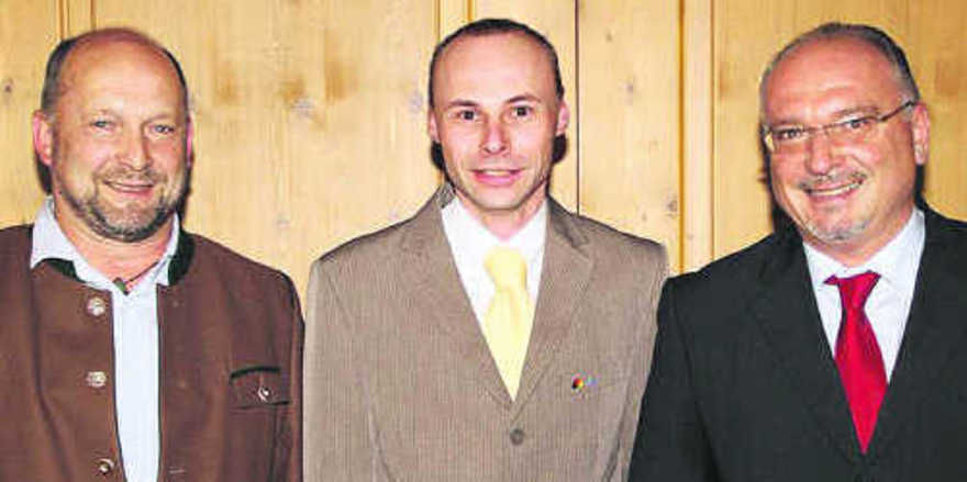 OM Klaus Schneider (v.r.), Schulleiter Arnulf Kleinle (Akademie Lochham) und OM Herbert Zechmeister (Berchtesgadener Land).