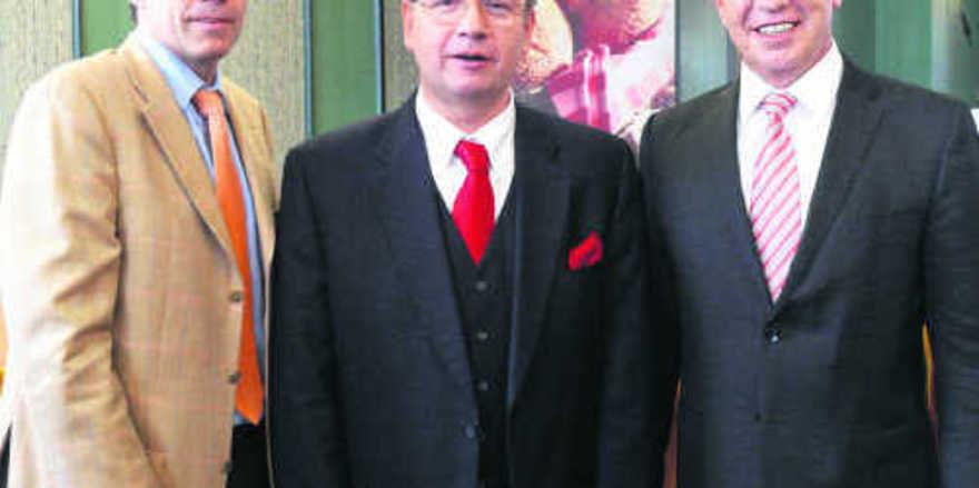 Neu im Aufsichtsrat: Heinrich Traublinger jun. (l.) und Wolfgang Schäfer (r.) mit Aufsichtsratschef Heinz Hoffmann.
