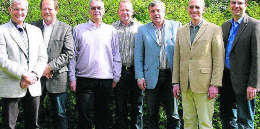 """Der Vorstand der Innung Holstein ist sich einig: """"Wir wollen fusionieren."""" OM Holger Rathjen (v.l.), Hans-Jürgen Tackmann, Horst Millahn, Thomas Leefen, Joachim Lessau, Torsten Gräper und Stefan Andresen. meister"""