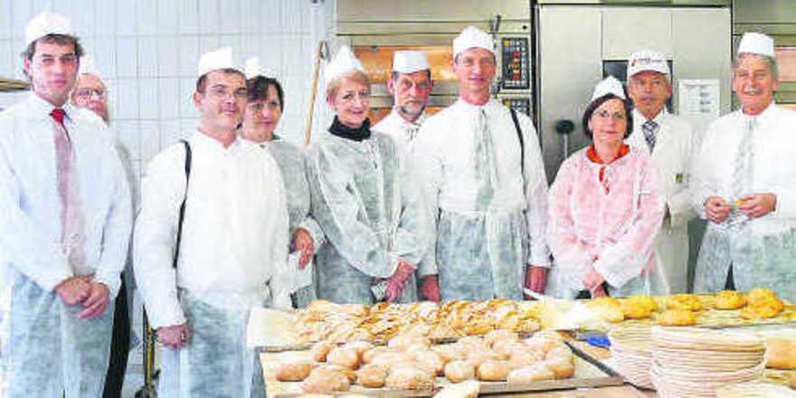 Eine Delegation aus Südafrika informierte sich in der Akademie Deutsches Bäckerhandwerk/Württembergische Bäckerfachschule über die Ausbildung im Bäckerhandwerk. Dabei konnte Geschäftsführer Andreas Kofler (2. von rechts), der als Hausherr die Führung