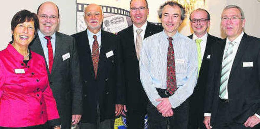 Geschäftsführung mit Gästen (von links): Marion Böcker-Warnecke, Steffen Kampeter (MdB), Prof. Dr. Walter Hammes, Dr. Georg Böcker, Prof. Dr. Michael Gänzle, Dr. Markus Brandt und Dipl.-Ing. Jochen Böcker.