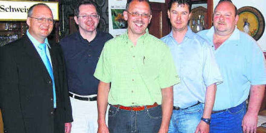 Der neu gewählte Vorstand der Bäckerinnung Erding: Obermeister Franz Gruber, stellv. Obermeister Josef Schauer, Robert Angermaier, Michael Stelzer und Jakob Neumeier (von links).