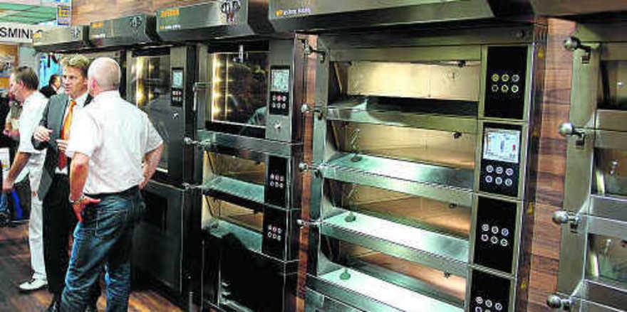 WP Ladenbacköfen: Durch die modulare Bauweise kann sich der Bäcker seinen Ladenbackofen so zusammenstellen, wie er ihn benötigt. In den untergebauten Gärräumen kommt die neue Ultraschallbeschwadung zum Einsatz.