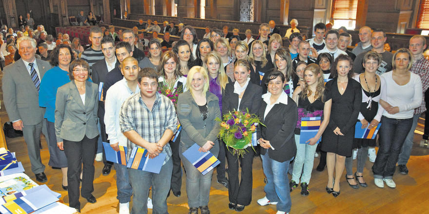 """Johann Grab, Obermeister der Bäckerinnung Heidelberg, hat in der """"Alten Aula"""" der Uni Heidelberg insgesamt 64 junge Leute freigesprochen und freute sich, dass einige Kandidaten auch beim Kammerwettbewerb erfolgreich waren."""