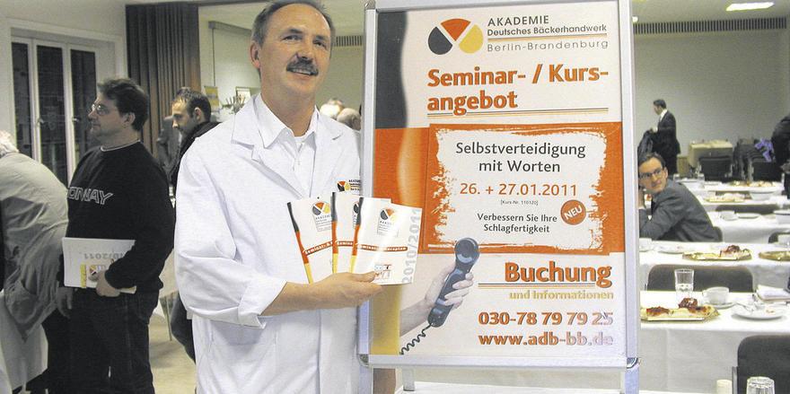 Demnächst in neuen Räumen: Akademieleiter Wolfgang Weber stellte das neue Kursprogramm vor.