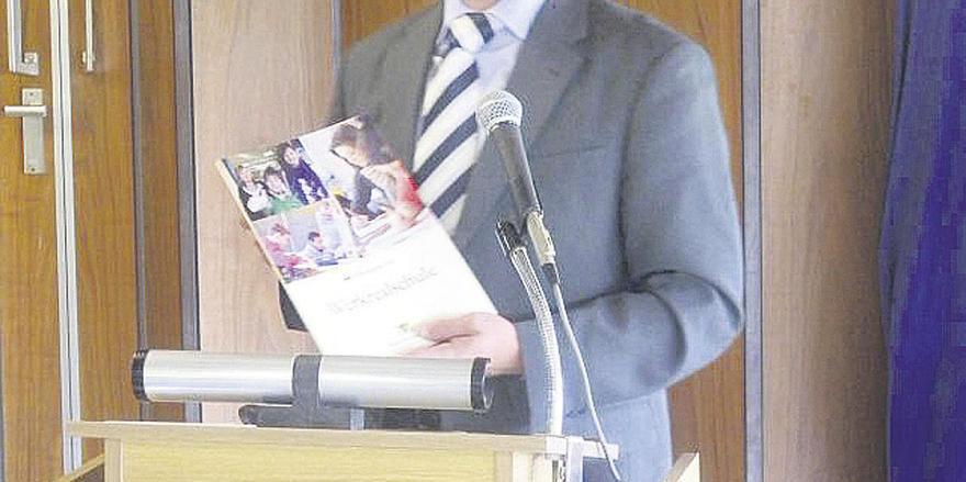 Regierungsschuldirektor Uwe Bäuerle vom Regierungspräsidium Karlsruhe stellte das Konzept der Werkrealschule vor.