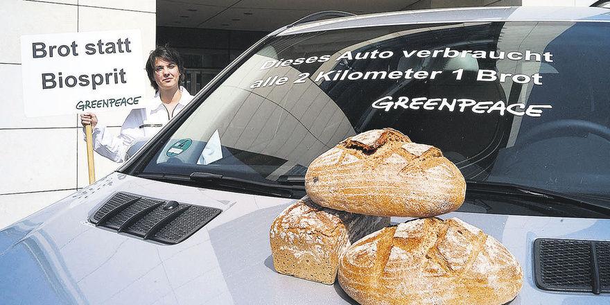Schon vor drei Jahren hat Greenpeace die Verwendung von Brotgetreide zur Herstellung von Ethanol angeprangert.