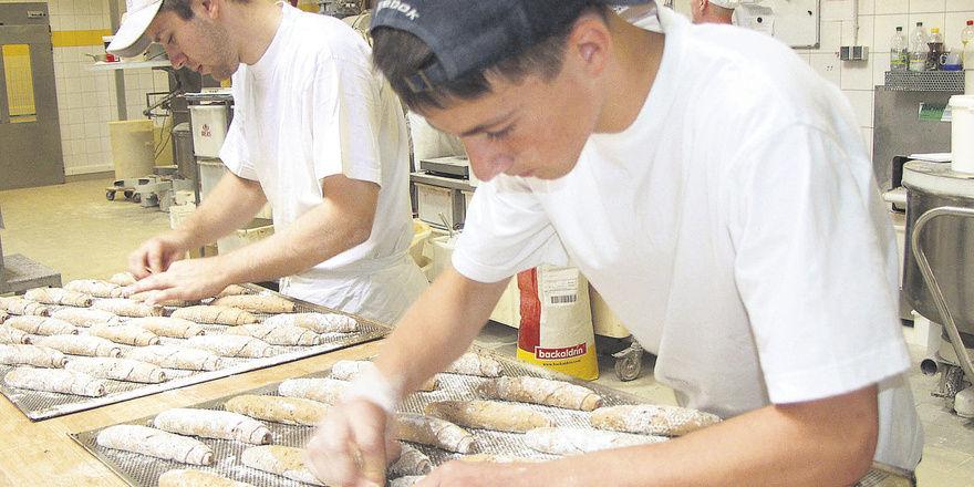Jugendliche aus Osteuropa interessieren sich für eine Ausbildung im deutschen Handwerk.